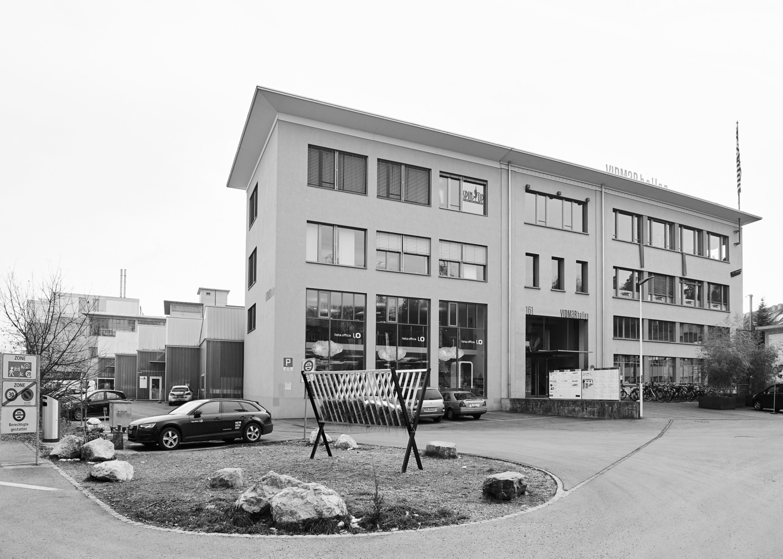 Der Fotograf Remo Zehnder arbeitet in den Bereichen Architektur, Industrie und Portrait. Das Studio liegt den Vidmarhallen in Bern.