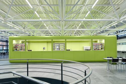 Pausenbar. Auftrag für E+P-Architekten. Diese befindet sich im 1988 von Alfons Barth und Hans Zaugg errichteten Gebäude der Kantonsschule Solothurn.
